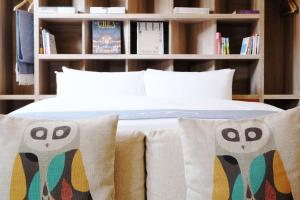 A bed or beds in a room at Chill Roof Hotel
