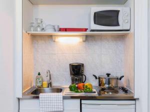 A kitchen or kitchenette at Aparthotel Adagio Access Nice Acropolis