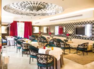 Een restaurant of ander eetgelegenheid bij Aparthotel Monarque Sultán