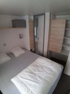 A bed or beds in a room at Camping Figurotta
