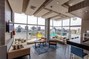 A seating area at Hampton By Hilton Lima San Isidro