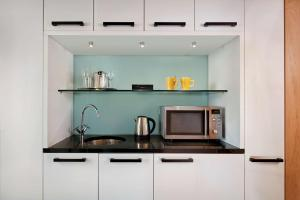 A kitchen or kitchenette at Park Plaza County Hall London
