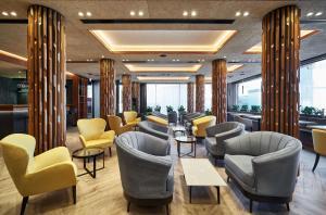 The lounge or bar area at Park Inn by Radisson Kyiv Troyitska