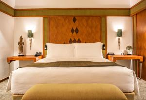 A bed or beds in a room at The Sukhothai Bangkok