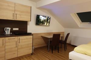 Küche/Küchenzeile in der Unterkunft Hotel Heuberger Hof, Wehingen