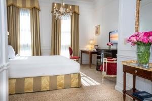 A bed or beds in a room at Alvear Palace Hotel - Leading Hotels of the World