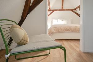 A bed or beds in a room at Het Gecroonde Swaert