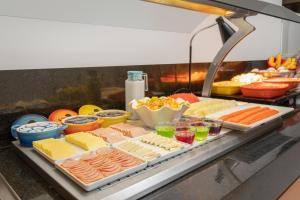 Breakfast options available to guests at Comfort Hotel São Caetano
