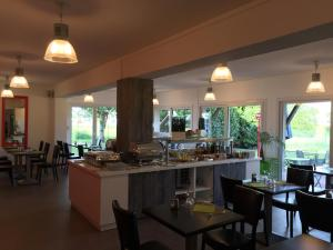 A restaurant or other place to eat at Best Hotel Rouen Est / Val De Reuil