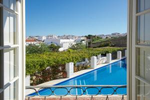 A view of the pool at Casa Mãe or nearby