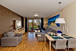 A seating area at BlueApart Apartamenty Na Klifie