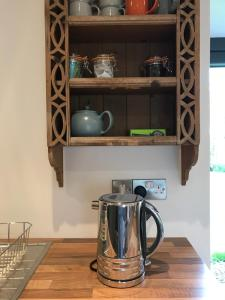 A kitchen or kitchenette at Red Roof Lodge