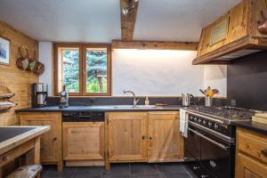 A kitchen or kitchenette at Chalet Macha