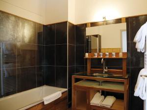 A bathroom at Alp'azur
