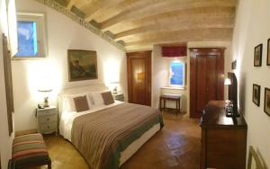 A bed or beds in a room at Castello di Velona - The Leading Hotels of the World
