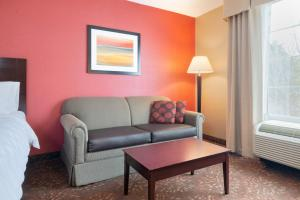 A seating area at Holiday Inn Norwich, an IHG Hotel