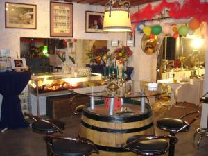 Ein Restaurant oder anderes Speiselokal in der Unterkunft Turmhof Breitenbrunn