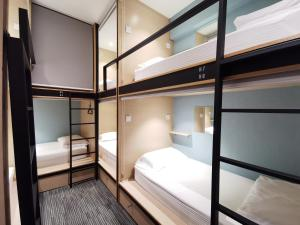 Двухъярусная кровать или двухъярусные кровати в номере LSE @ Attrus Bed & Breakfast