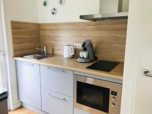 Een keuken of kitchenette bij Chalet park Kroondomein Giethoorn