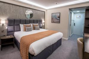 A bed or beds in a room at Park Hall Hotel and Spa Wolverhampton