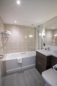A bathroom at Park Hall Hotel and Spa Wolverhampton