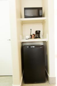 A kitchen or kitchenette at Los Viajeros Inn