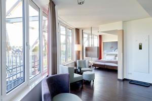 A seating area at Hotel Oversum Winterberg Ski- und Vital Resort