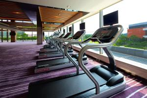 The fitness center and/or fitness facilities at Crowne Plaza Guangzhou Huadu, an IHG Hotel