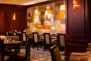 A restaurant or other place to eat at The Westin Pittsburgh