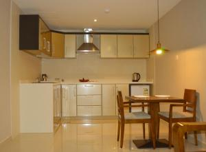 A cozinha ou cozinha compacta de Yara Suites