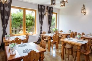 Restauracja lub miejsce do jedzenia w obiekcie Dom Wypoczynkowy Koliba