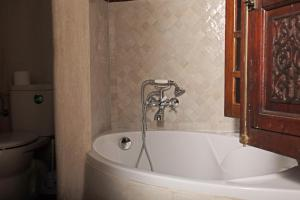 A bathroom at Riad Daria Suites & Spa