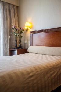 A bed or beds in a room at Hotel El Greco
