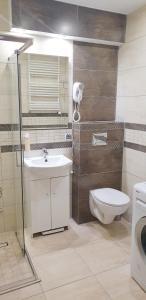A bathroom at Apartament Młynarska