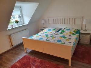 A bed or beds in a room at Apartment Binnenhafen
