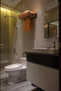 A bathroom at KP Hotel