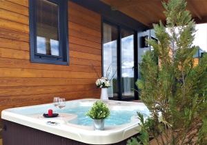 Ein Badezimmer in der Unterkunft Plitvice Holiday Resort