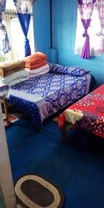 A bed or beds in a room at Vamoose Bidyasagar
