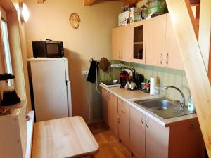 Virtuvė arba virtuvėlė apgyvendinimo įstaigoje Taparynė