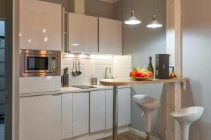 Кухня или мини-кухня в Royal Capital
