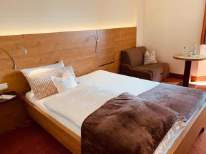 A bed or beds in a room at Isar Hotel