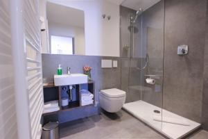 A bathroom at City Hotel Würzburg