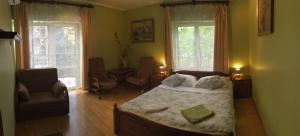 Posteľ alebo postele v izbe v ubytovaní Pensjonat Przy Błoniach