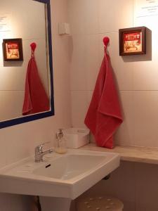 A bathroom at Beach House Victoria