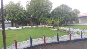 A garden outside Vamoose Sambodhi