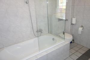 A bathroom at Ferienwohnungen Viersen