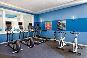The fitness center and/or fitness facilities at Four Points by Sheraton Edmonton Gateway
