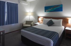A bed or beds in a room at Ocean Centre Hotel