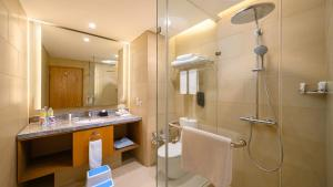 A bathroom at Holiday Inn & Suites Jakarta Gajah Mada, an IHG Hotel