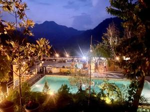 The swimming pool at or close to Veda5 Ayurveda & Yoga Retreat